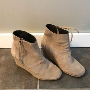 TOM'S Avery Wedge Bootie size 9